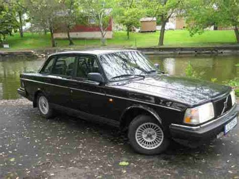 sell used 1993 volvo 240 5 speed black on black cleeean nicccccccce in