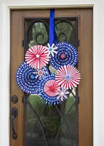fireworks diy wreath idea allfreeholidaycraftscom