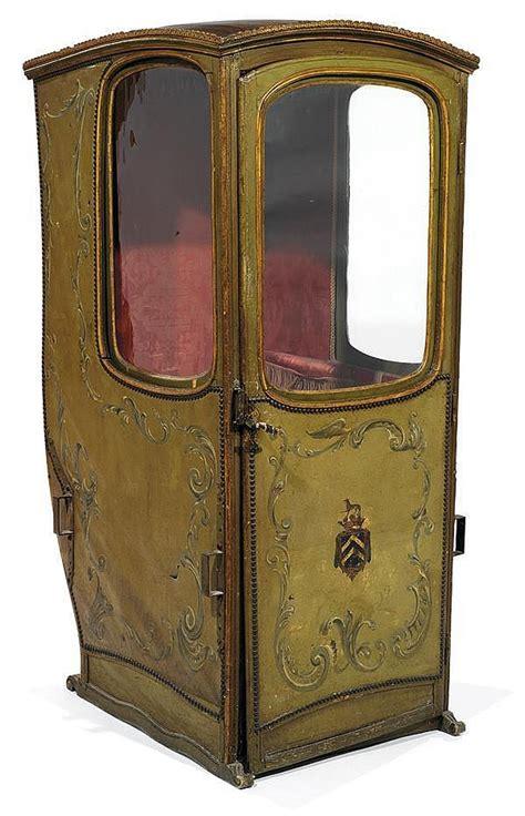 chaise a porteur chaise à porteur gainée de toile peinte à décor en volutes e