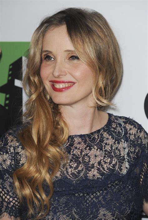 Julie Delpy: eye make up, skin & hair type & health