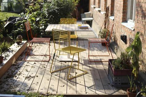 chaise en acier chaise design en métal acier de couleur de jardin tina by egoe