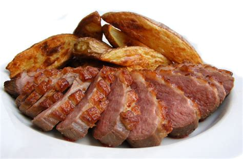 hot smoked duck breast file duck breast smoked and panfried jpg wikimedia commons