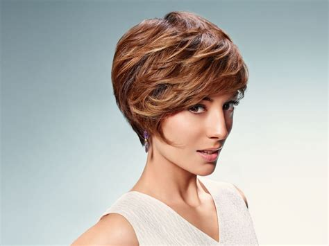 short hairstyle  layers  women   small face