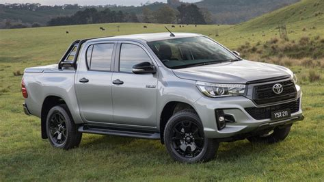 Toyota Hilux muestra una cara más tenaz ¿pero la veremos ...