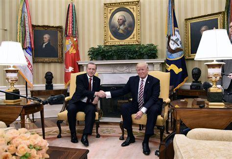 le bureau croix blanche pour leur premier tête à tête et erdogan se