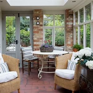 Relaxed country seating area 10 ways to use a for Porch interior ideas uk