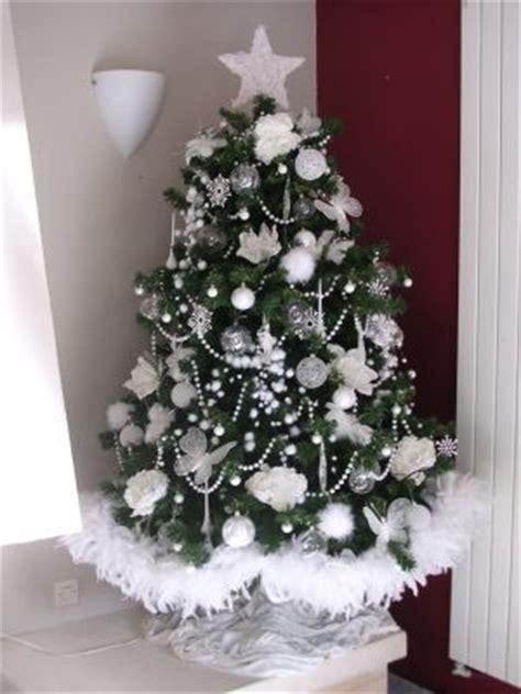 decoration sapin noel blanc best 25 sapin de noel blanc ideas on decorer sapin de noel origami sapin de noel
