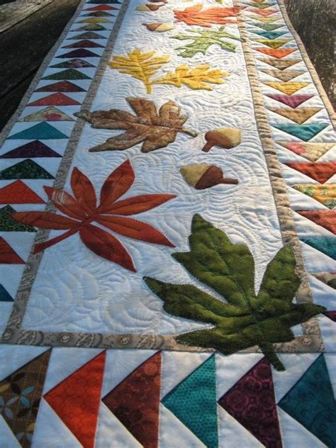 quilted table runner patterns quilted leaf potholders coasters and tablerunner