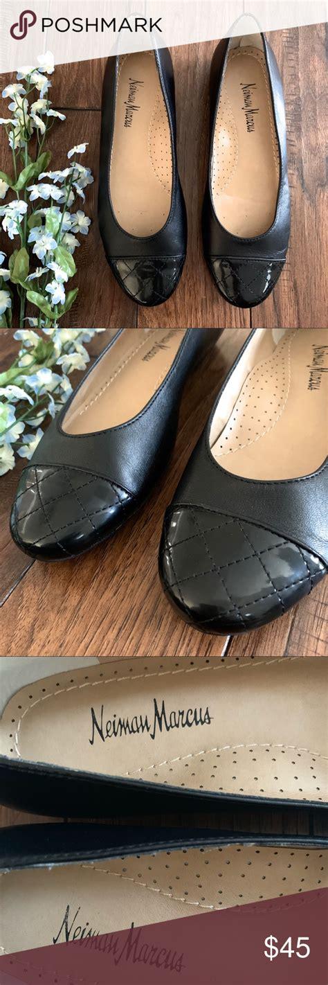 foto de NEIMAN MARCUS Black Ballet Flats Quilted Toe Excellent