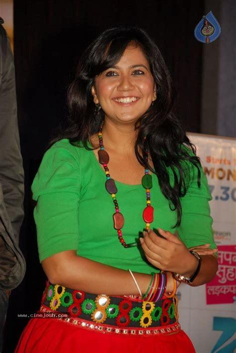 Zee Tv Sapne Suhane Ladakpan Ke Show Launch Photo 31 Of 39