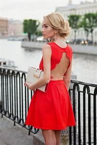 making a statement 25 open back dresses for summer With robe de mariée rouge avec bijoux indiens