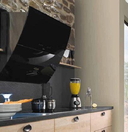 deco murale cuisine design hotte design arrondie en verre noir photo 6 15 cette