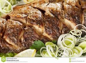 Repas De Noel Poisson : poissons frits de carpe avec des l gumes enti rement repas ~ Melissatoandfro.com Idées de Décoration