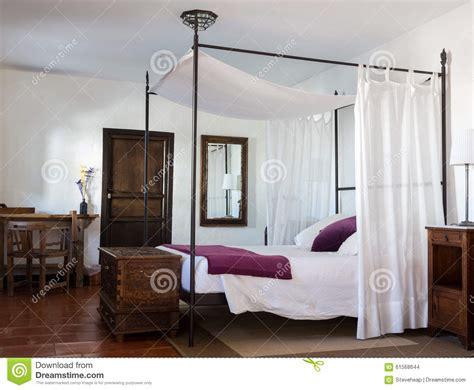 da letto di lusso da letto rustica in albergo di lusso fotografia