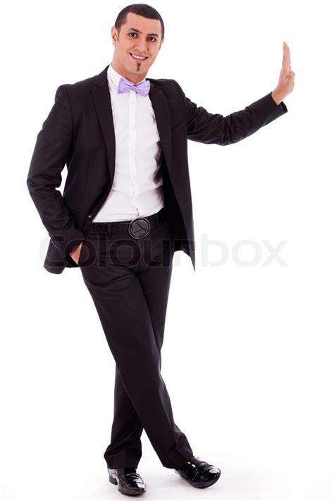 ganzkoerper portrait einer business mann der gegen die