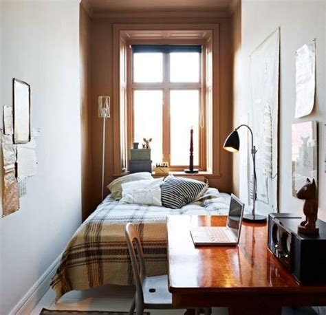 uncluttered small bedroom decorating ideas  brown carpet flooring decolovernet