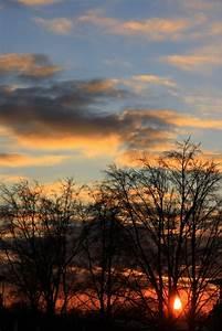 Bild Hochkant Format : sonne im hochformat foto bild sonnenunterg nge himmel universum sonnenuntergang bilder ~ Orissabook.com Haus und Dekorationen