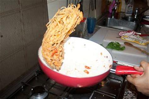 sauter cuisine comment sauter pâtes et spaghettis à la poêle