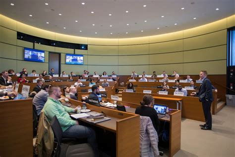 Extended Classroom Helps EMBA Students Balance Life and ...