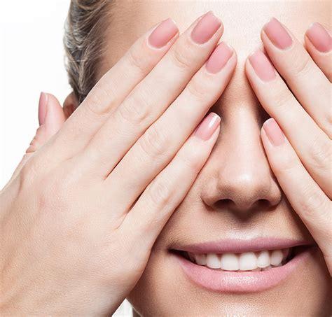 nägel weiß glitzer do czego pasują jasne paznokcie pomysły na jasny manicure pl