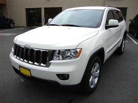 jeep chrysler white stone white 2011 jeep grand cherokee laredo paint cross