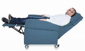 Aufstehhilfe Bett Elektrisch : pflegesessel mit elektrischer aufstehhile rollen verstellbare ~ Eleganceandgraceweddings.com Haus und Dekorationen