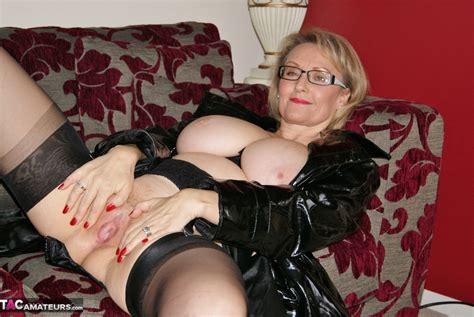 Sugarbabe-Busty Michelle Ready Pictures