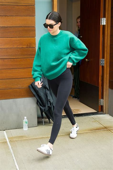 kendall jenner   chic   oversize sweatshirt  leggings   dont