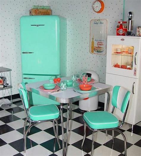Alte Küchenschränke 50er by Retro K 252 Hlschr 228 Nke Liegen Voll Im Trend