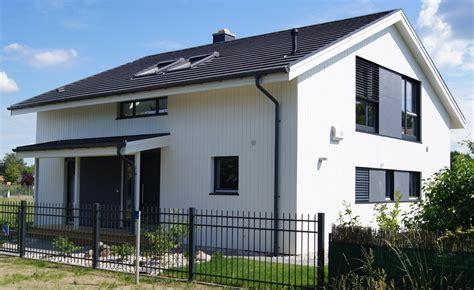 Skandinavische Holzhäuser Farben by Schwedenhaus Farbe Fkh