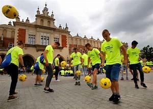 Fifa World Cup 2018 Poland Sets New Football U2018keepy Uppy