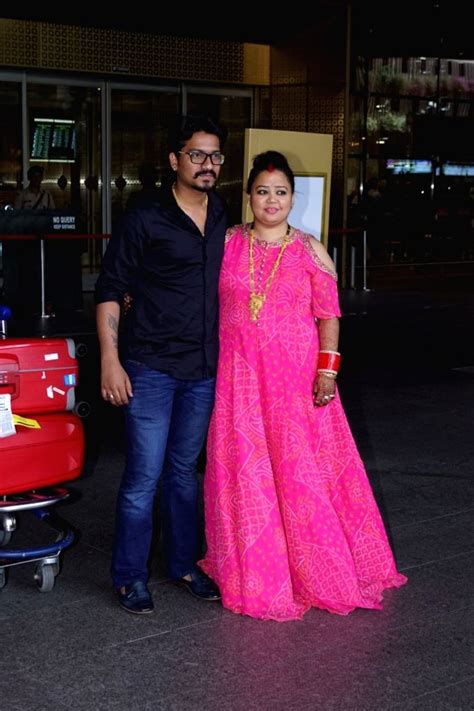 Bharti Singh, Haarsh Limbachiyaa seen at Mumbai Airport