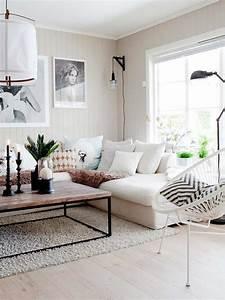 Salon avec un canape blanc 12 idees deco dont s39inspirer for Tapis berbere avec canape cuir blanc ligne roset