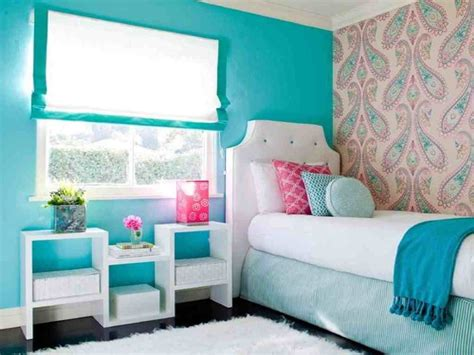 Comfortable Teenage Girl Bedroom Decor With Unique Printed