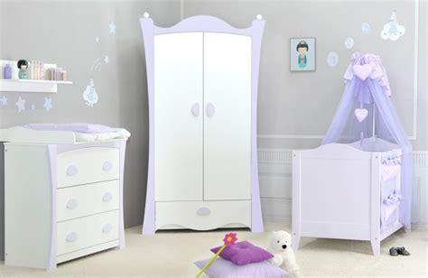 quand mettre bébé dans sa chambre comment dcorer la chambre de bb chambre bebe fille jaune