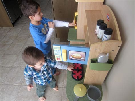 Little Tikes Cookin' Creations Kitchen #giveaway  Listen