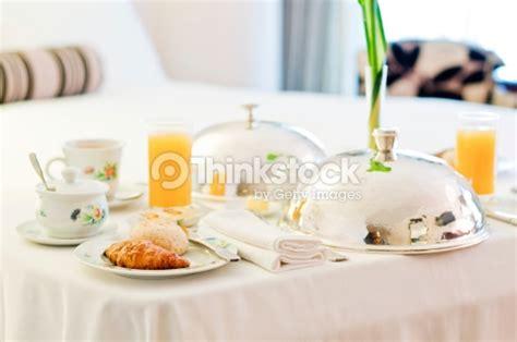 chambre et petit dejeuner hôtel chambre et petit déjeuner photo thinkstock