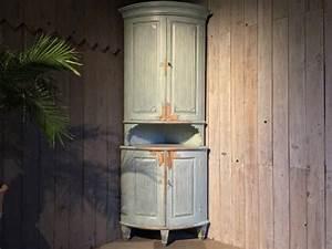 Schwedische Möbel Antik : gustavianischer tonnen eckschrank schweden um 1790 ~ Michelbontemps.com Haus und Dekorationen