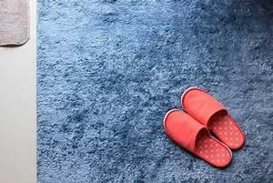 Teppichboden Entfernen Tipps : druckstellen im teppich zuverl ssig entfernen ~ Lizthompson.info Haus und Dekorationen