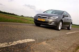 Opel Astra J Sports Tourer 1 4 Turbo : foto 39 s opel astra sports tourer 1 4 turbo sport ~ Kayakingforconservation.com Haus und Dekorationen