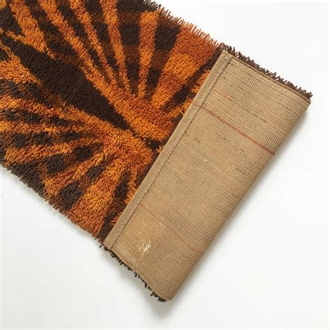 tapis marron orange chaios
