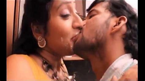 Hot Mallu Aunty Hottest Video French Kiss