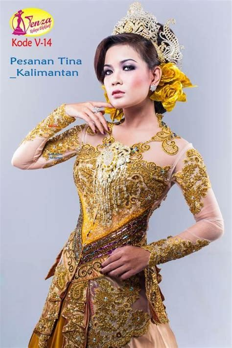 Seiring berjalannya waktu, kebaya tersebut juga makin pesat perkembangannya hingga kerap dijadikan pakaian wajib saat menghadiri undangan pernikahan. Model KebayaModern (Kode V-14)   Baju pengantin, Pesta ...