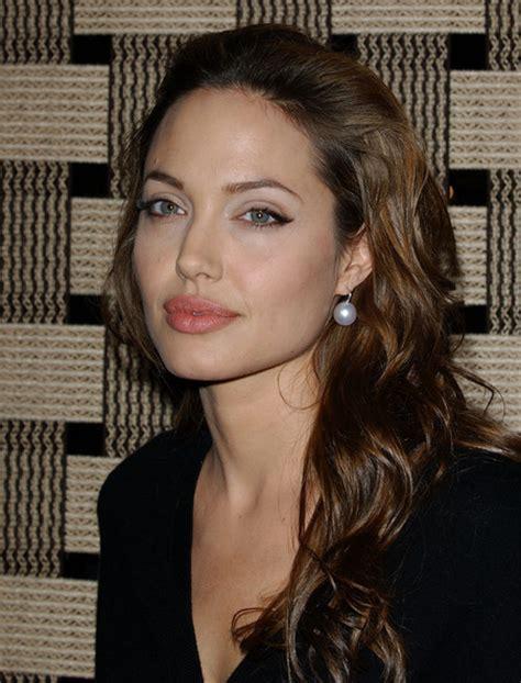 Angelina Jolie Pink Lipstick   Angelina Jolie Makeup Looks