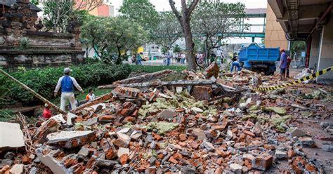 indonesia earthquake bali  lombok quake leaves
