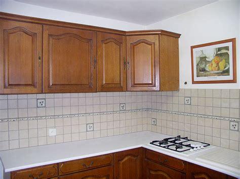 cr馘ence cuisine blanche model de faience pour cuisine maison design bahbe com
