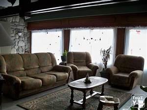 Canapé Bois Et Tissu : canape bois et tissu 2 fauteuils midi pyr n es ~ Teatrodelosmanantiales.com Idées de Décoration