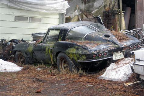 split window chevrolet corvette  abandonedporn