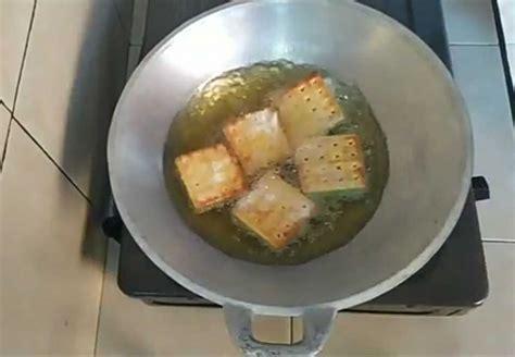 Cara kedua silahkan anda masak daging durian dan juga gula merah, tambahkan daun pandan serta air dan aduk sampai kering. Resep Gabin Vla Pandan