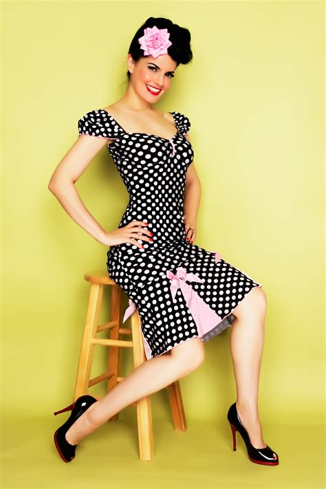 style pin up moderne retro fashion on 50s rockabilly and 50s pin up